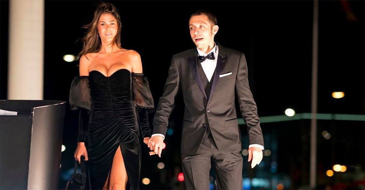 """Valentino Rossi presenta la nuova fidanzata: primo red carpet con """"la Franci"""""""