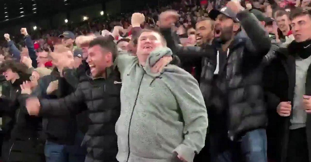 Liverpool-Napoli: il tifoso non vedente si perde il gol, ma il cugino glielo racconta