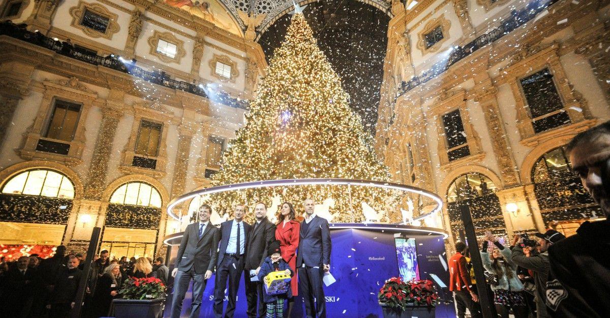 Albero Di Natale Milano.Milano Belen Rodriguez Madrina Per L Accensione Dell Albero Di