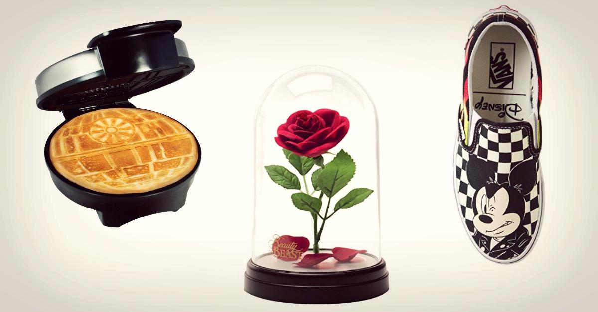 Dalla Morte Nera per fare waffle alle Vans con Micky Mouse, ecco i regali Disney per far felici proprio tutti