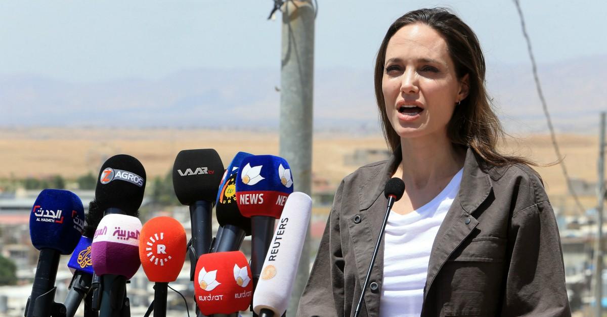 Angelina Jolie e il progetto di entrare in politica: l'intervista dell'attrice a BBC Radio