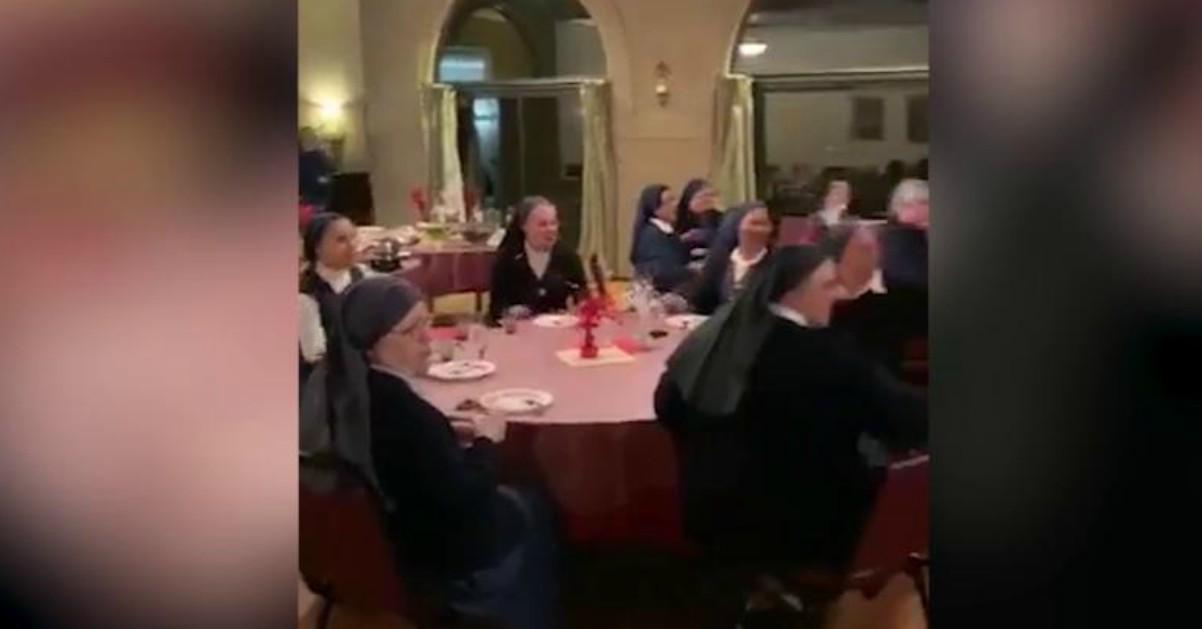 Le suore si scatenano con le canzoni dei Queen, il video virale che ricorda Sister Act