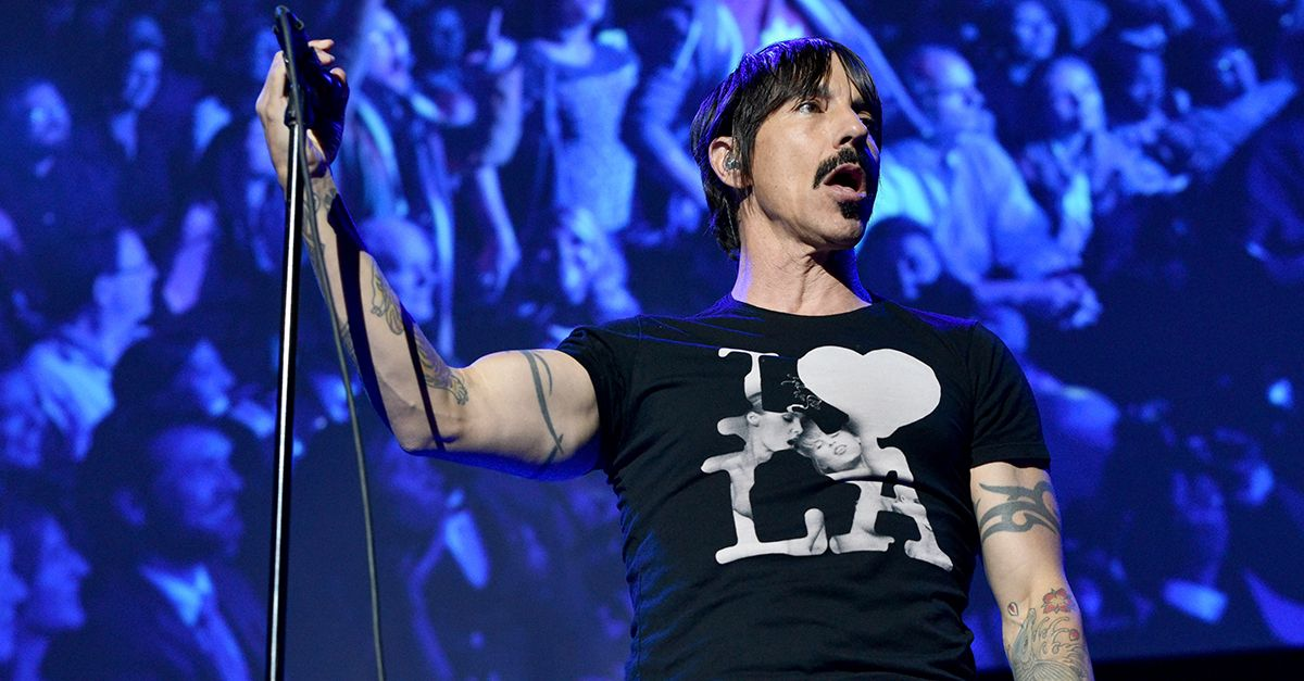 I Red Hot Chili Peppers suoneranno tra le Piramidi di Giza: la data