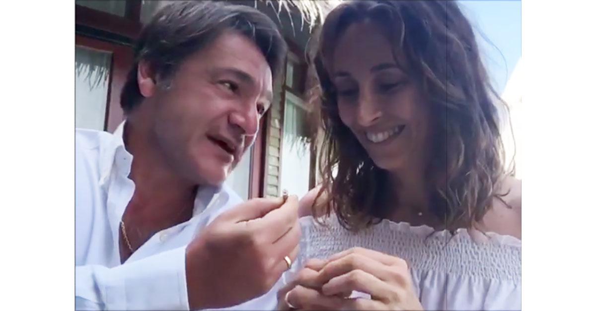 """""""Vuoi risposarmi?"""": Caressa chiede di nuovo la mano a Benedetta Parodi. Cerimonia alle Maldive"""