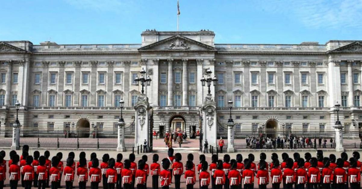 "Sorpresa a Buckingham Palace: la guardia reale suona ""Bohemian Rhapsody"""