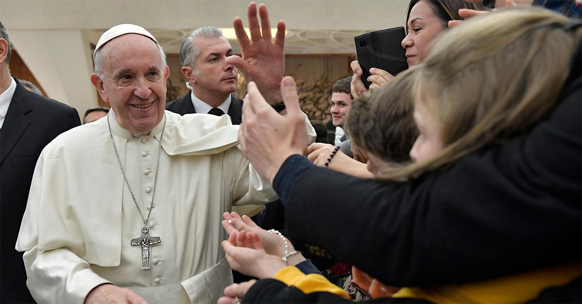 """Papa Francesco: """"Andare in chiesa e odiare gli altri? Uno scandalo, meglio vivere da atei"""""""