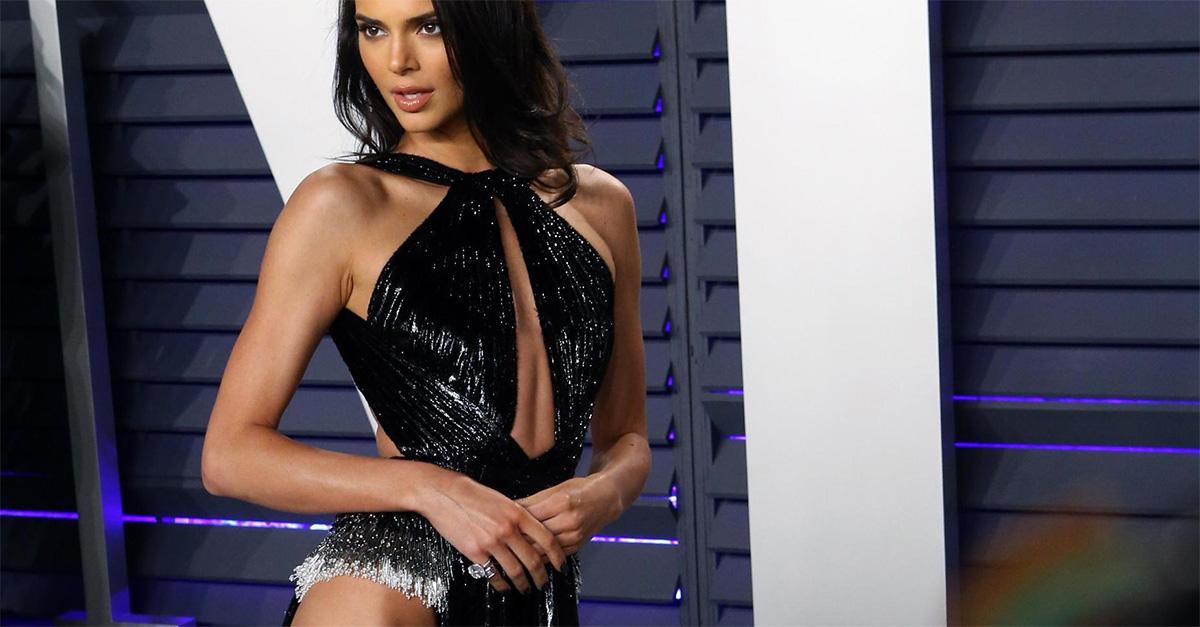 Kendall Jenner, oltre ogni ragionevole spacco: la modella stupisce al Party per gli Oscar