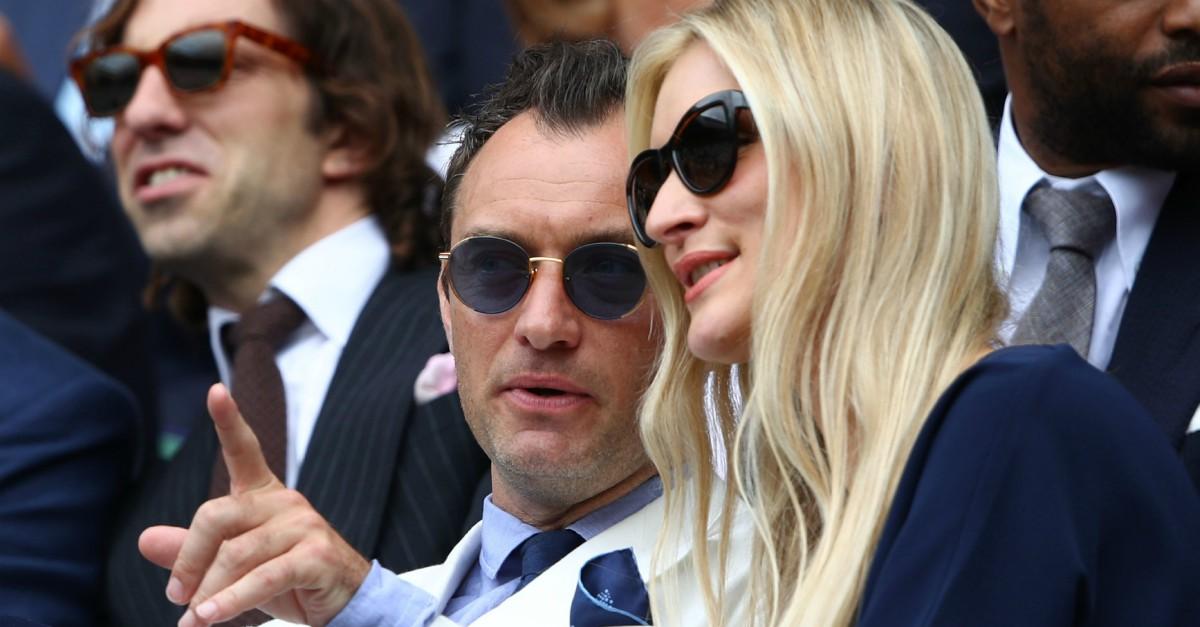 """La riscossa delle donne """"normali"""": il sex symbol Jude Law sposerà una psicologa"""