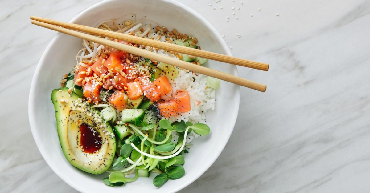 Il sushi è superato, il nuovo food trend è il poke hawaiano