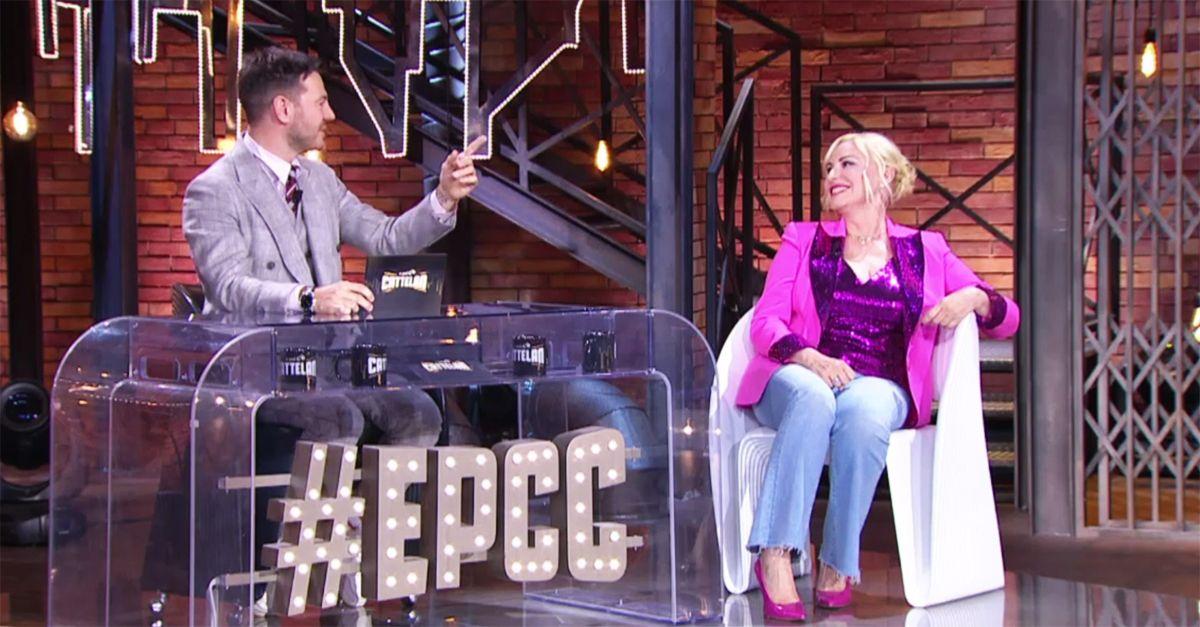 """Epcc, """"Fa schiuma ma non è un sapone"""": Antonella Clerici scherza sul celebre indovinello con Cattelan"""