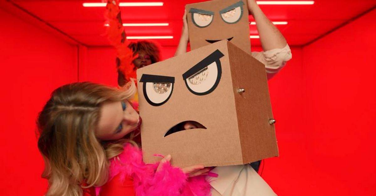 """""""Dance 2 the Beat"""": la nuova canzone dei Djs From Mars in stile Daft Punk. Guarda il video"""