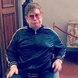 Firenze, Elton John in sedia a rotelle in visita agli Uffizi