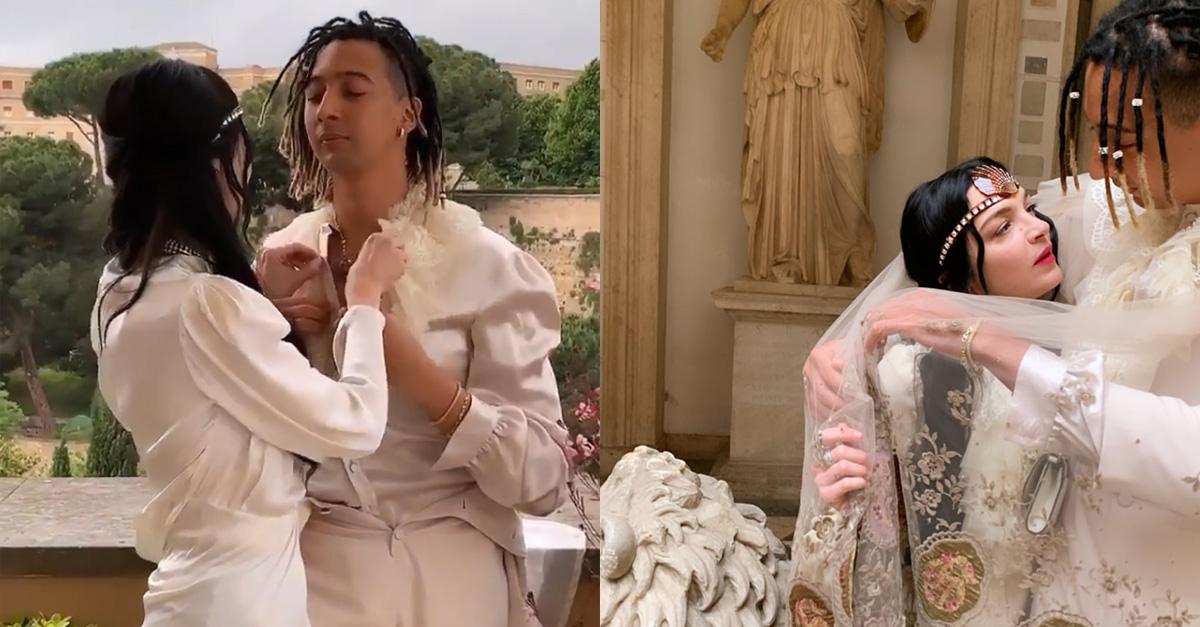 Ghali e la fidanzata Mariacarla Boscono alla sfilata di Gucci con un look total white