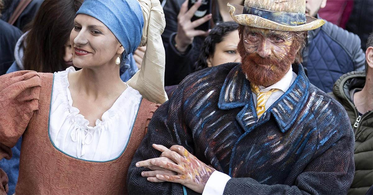 """Sorpresa a Roma, Laura Pausini e Biagio Antonacci sono """"La ragazza con l'Orecchino di Perla"""" e Vincent Van Gogh"""