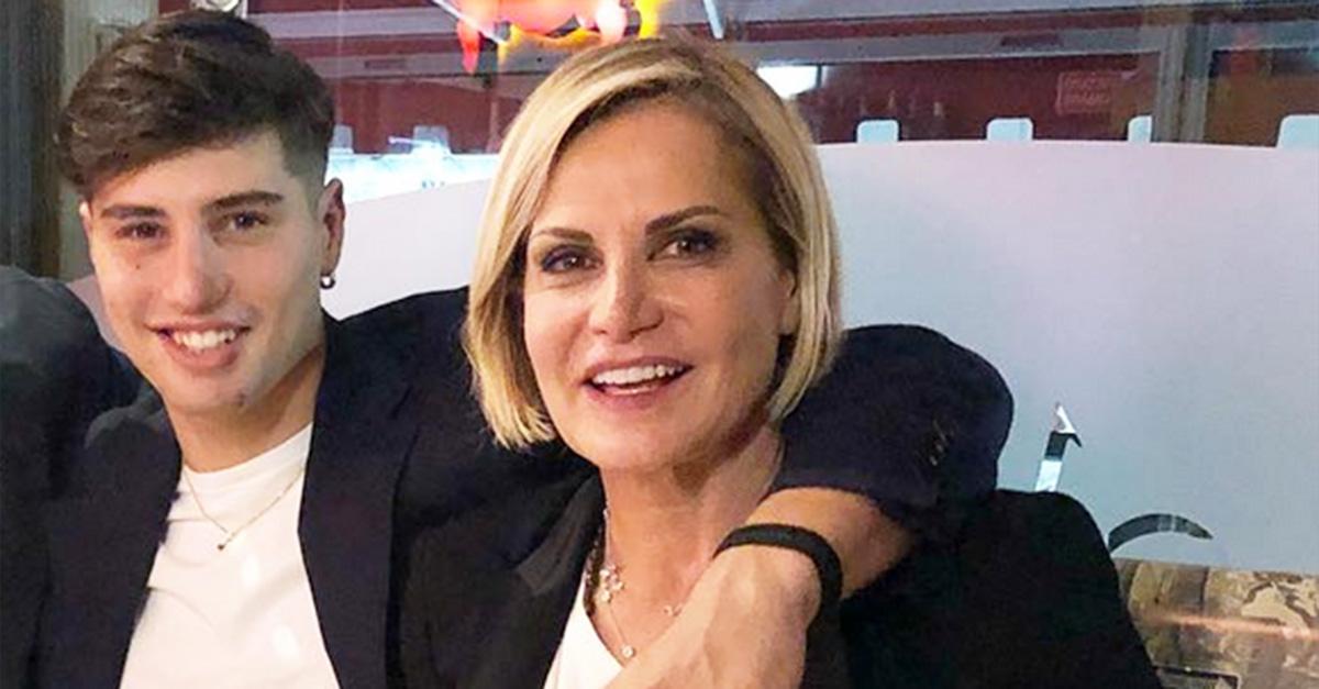 Niccolò Bettarini si tatua sulla schiena lo stesso tatuaggio della mamma Simona Ventura