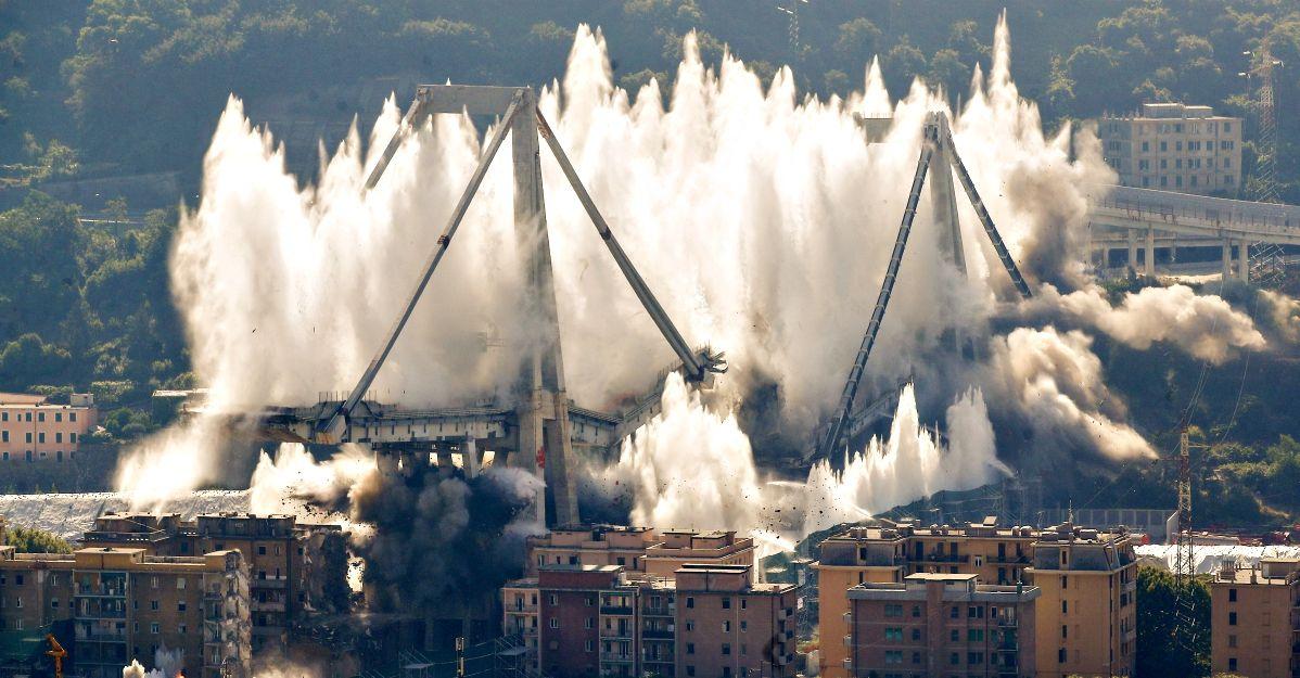 Risultati immagini per abbattimento ponte morandi
