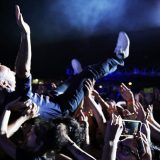 Party Like a Deejay, ecco lo stage diving di Linus e Nicola Savino