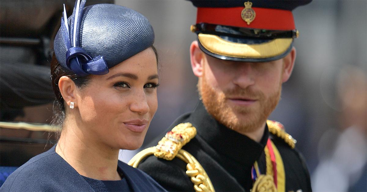 """Meghan Markle """"sgridata"""" da Harry sul balcone di Buckingham Palace"""