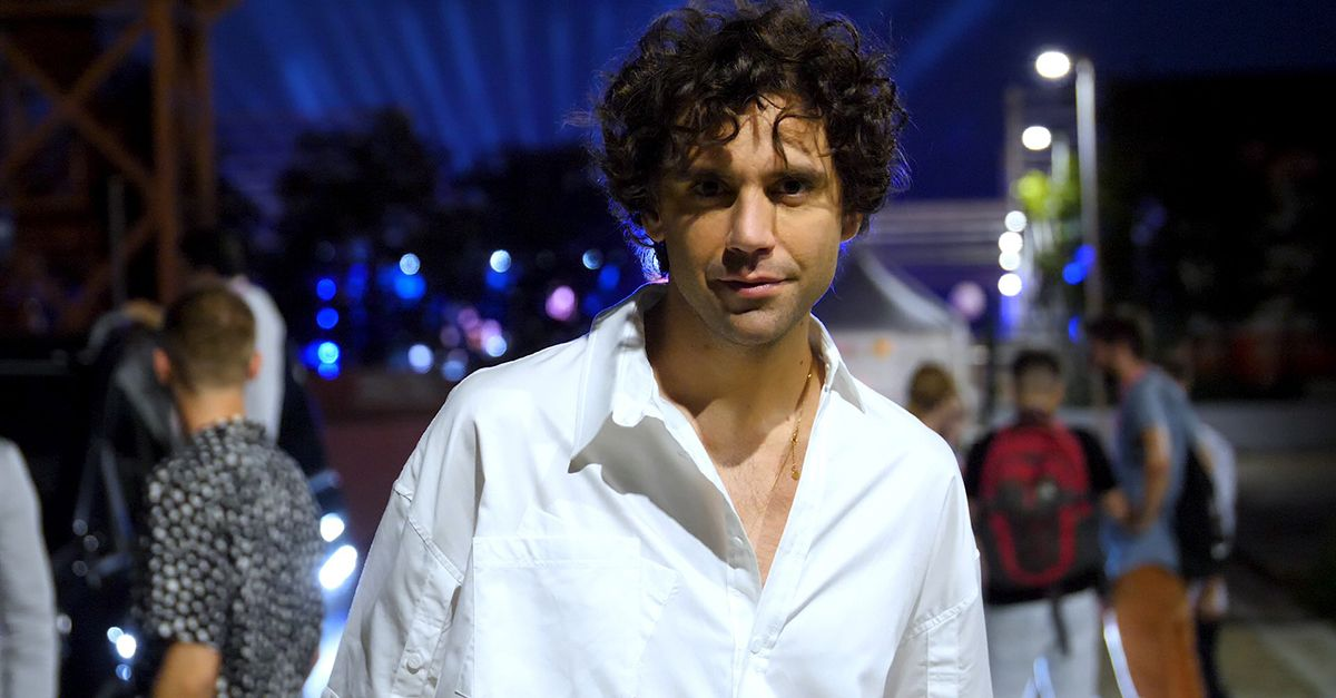 Party Like a Deejay, Mika live con 'We Are Golden'
