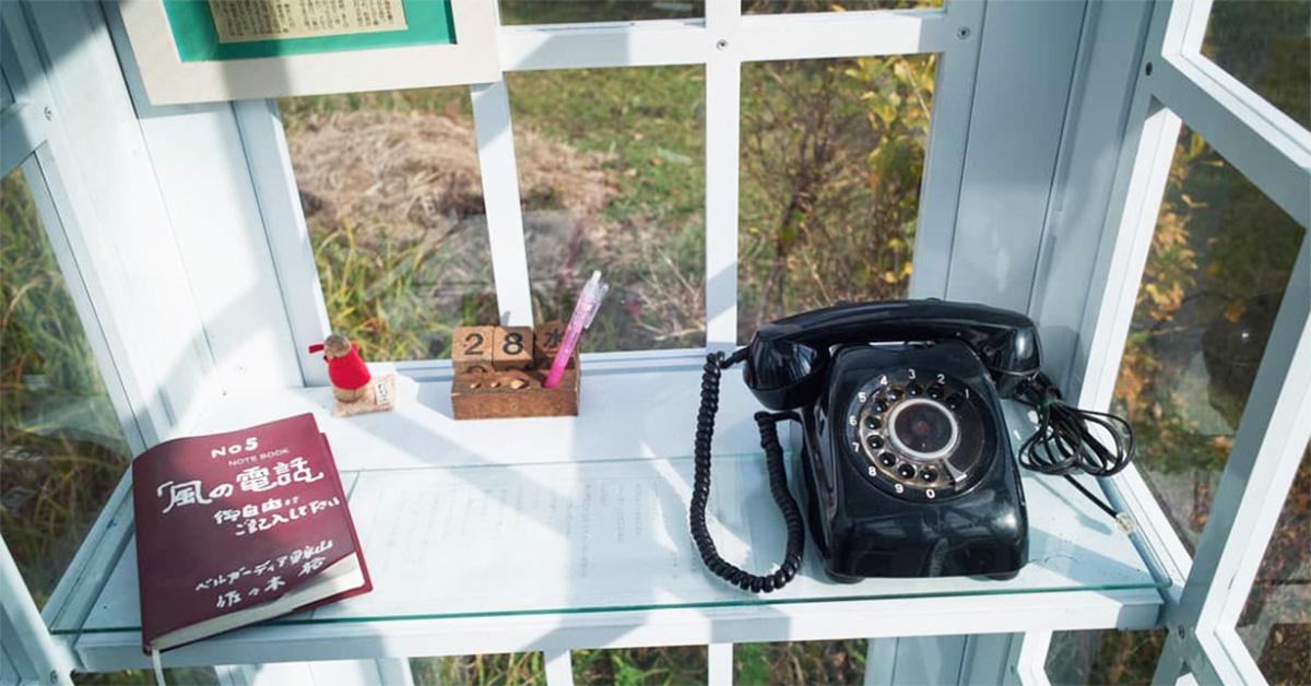 Otsuchi, il telefono davanti al mare per parlare con i propri morti