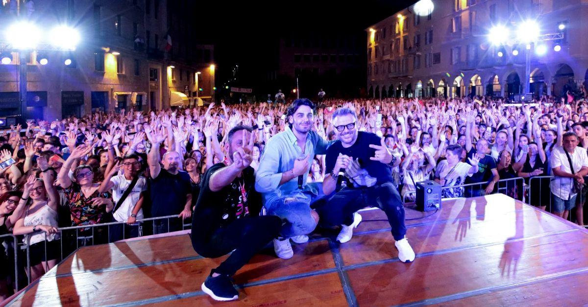 Alberto Urso canta a sorpresa alla StraDeejay di Andrea e Michele: il video della serata