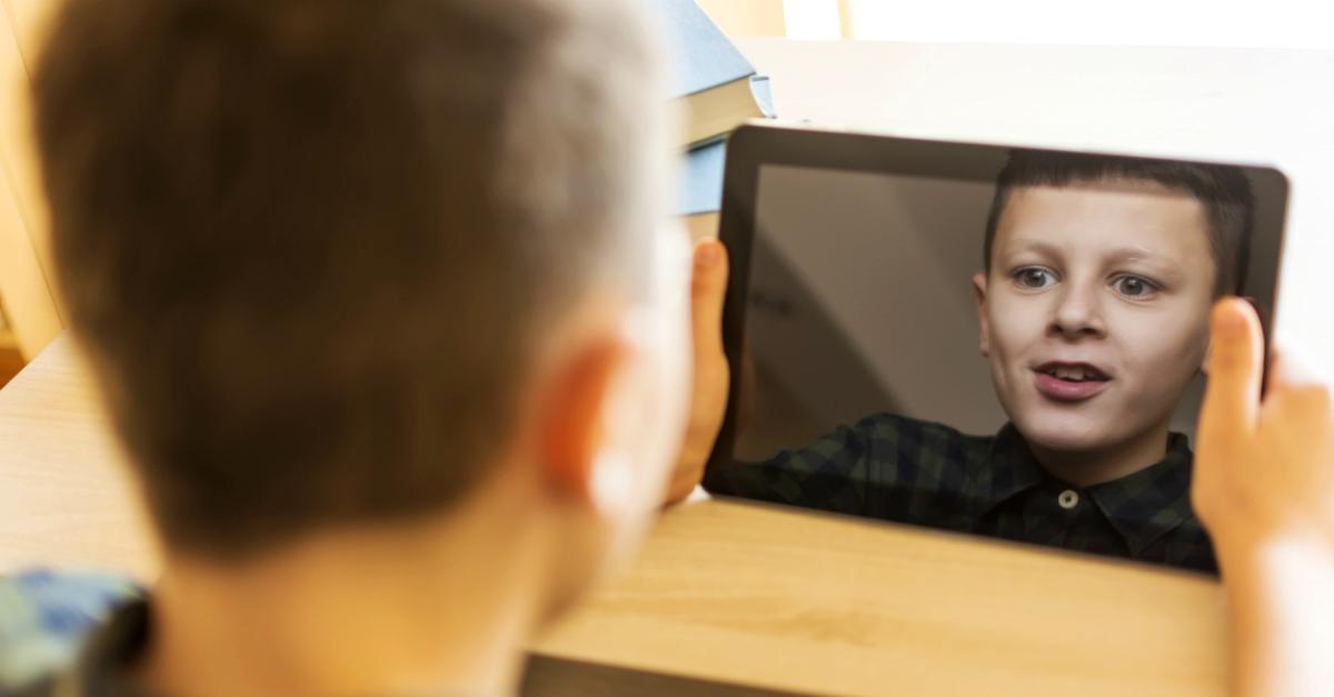 Astronauti? Calciatori? No, oggi i figli sognano di fare gli youtuber. Ma è un lavoro?