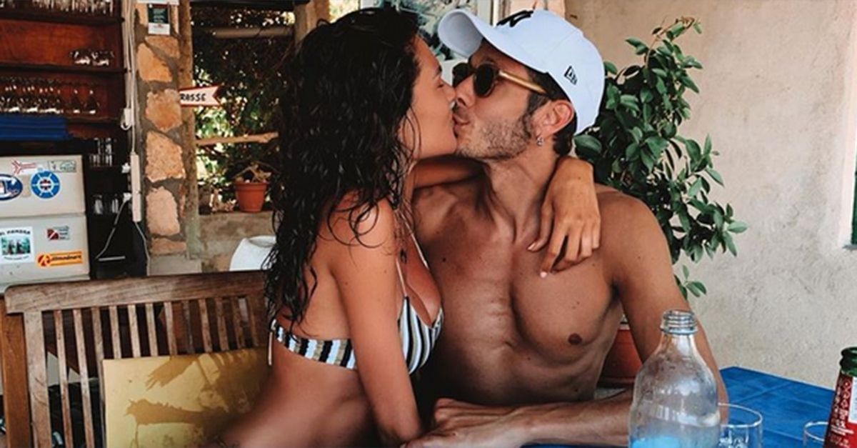 Tuffi, mare e baci: Valentino Rossi condivide le foto delle vacanze con la fidanzata Francesca