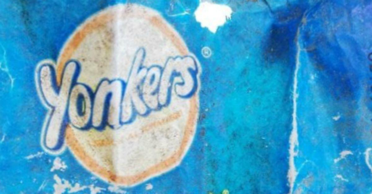 Plastica in mare: la scadenza del sacchetto di patatine trovato all'Elba dice tutto