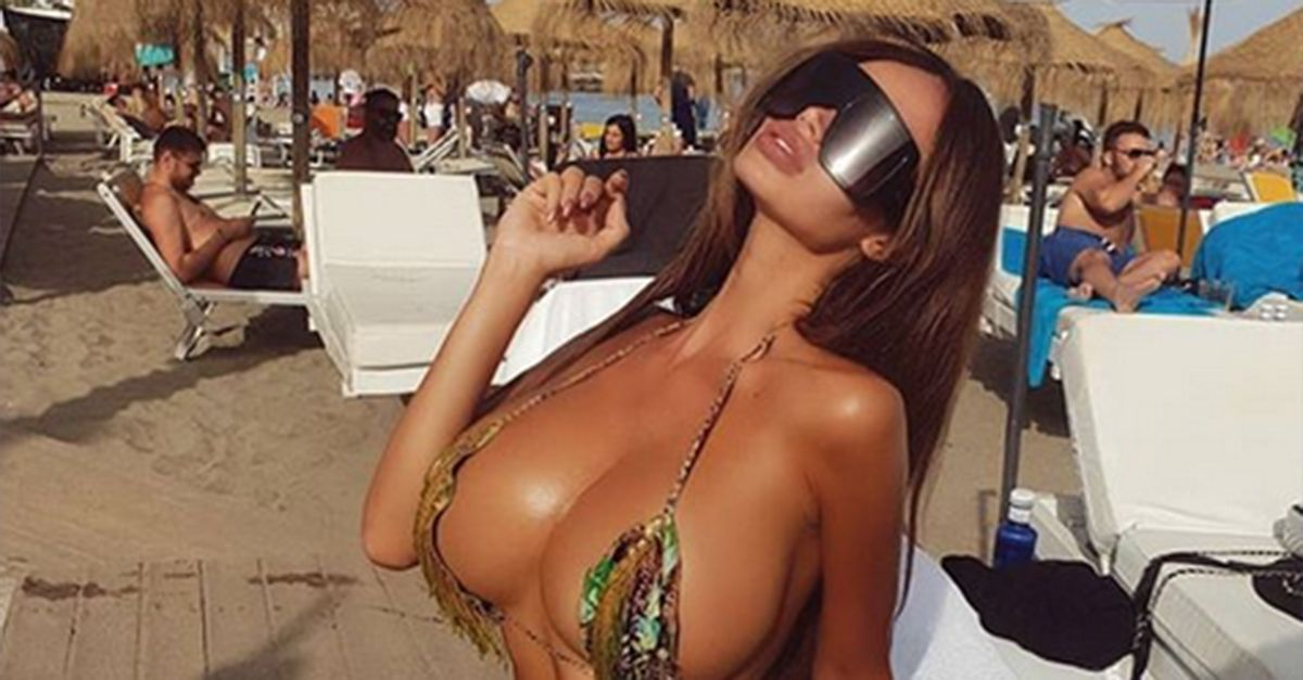 La modella di Playboy Soraja Vucelic finisce in piscina con la Lamborghini: guidava con i tacchi
