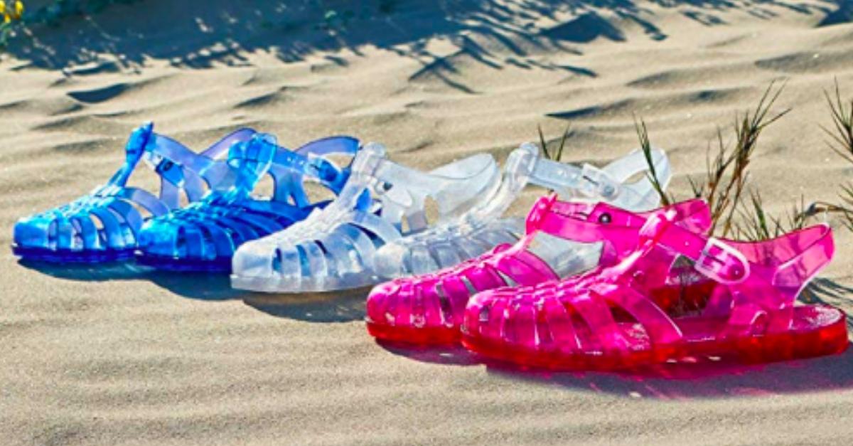 Jelly shoes: le scarpe ragnetto che portavamo al mare da bambini sono il nuovo trend?