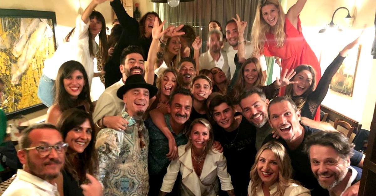 Hunziker, Blasi, Savino, J-Ax, Gazzoli e Bossari festeggiano i 50 della loro manager