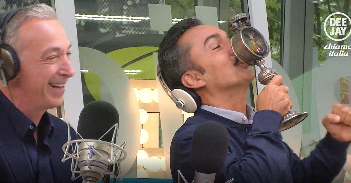 Deejay chiama Italia, in studio arriva l'ampolla di San Pasquale