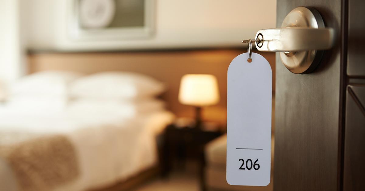 La classifica dei 10 oggetti più rubati negli hotel: dalle pile alle tende