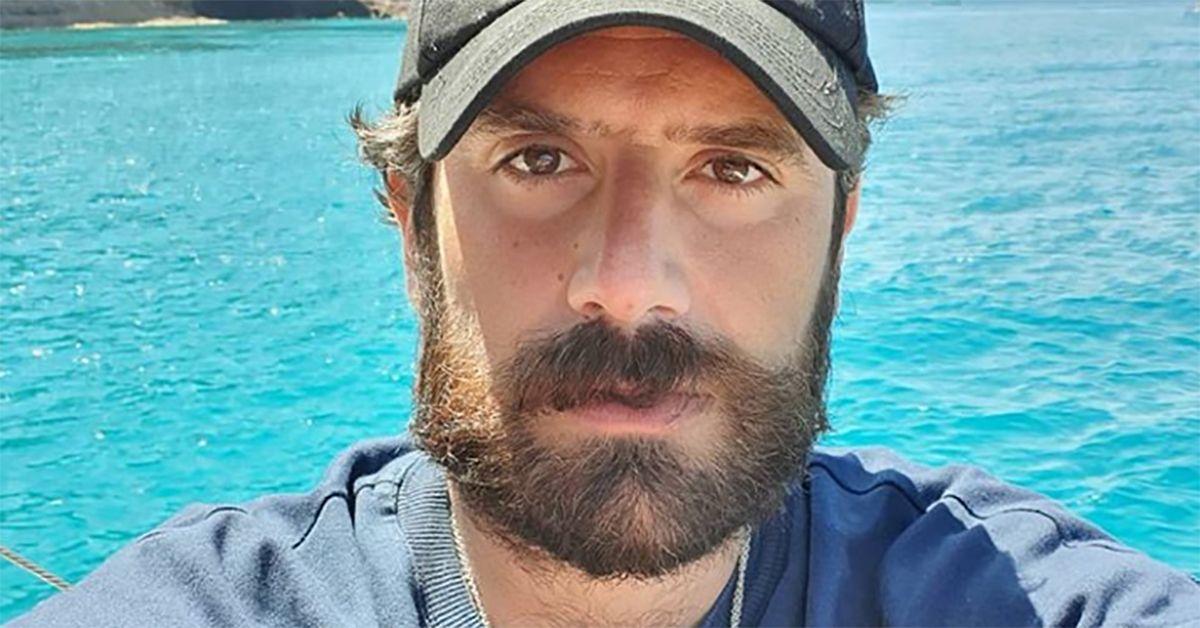 """Tommaso Paradiso lascia i Thegiornalisti: """"Sono stati mesi difficili, sono stato male"""". La replica del chitarrista"""