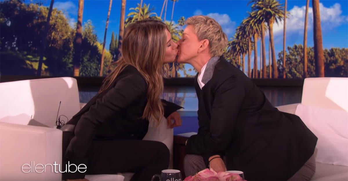 "Jennifer Aniston bacia Ellen DeGeneres: ""Hai delle labbra morbidissime"""
