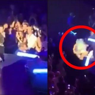 Lady Gaga cade dal palco: il fan la prende in braccio durante il concerto, ma perde l'equilibrio