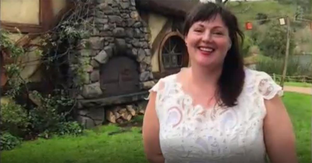 """La scelta dell'ambientalista Tammy: """"Indosso il mio abito da sposa ogni giorno da un anno"""""""