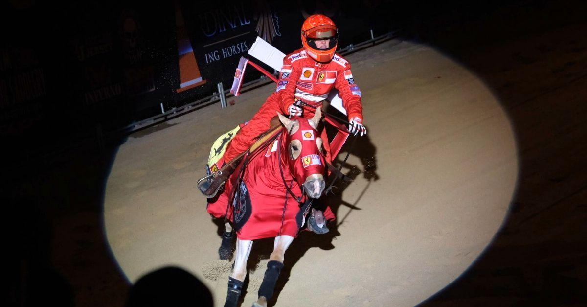 La figlia di Schumacher omaggia il papà a Verona: il cavallo Ferrari è davvero rampante