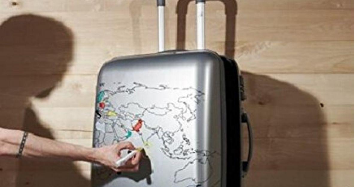 Cartina Geografica Per Segnare Luoghi Visitati.Il Bagaglio A Mano Che Segna I Posti Visitati Radio Deejay