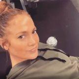 L'allenamento esagerato di Jennifer Lopez: solleva 120 chili per modellare gambe e glutei