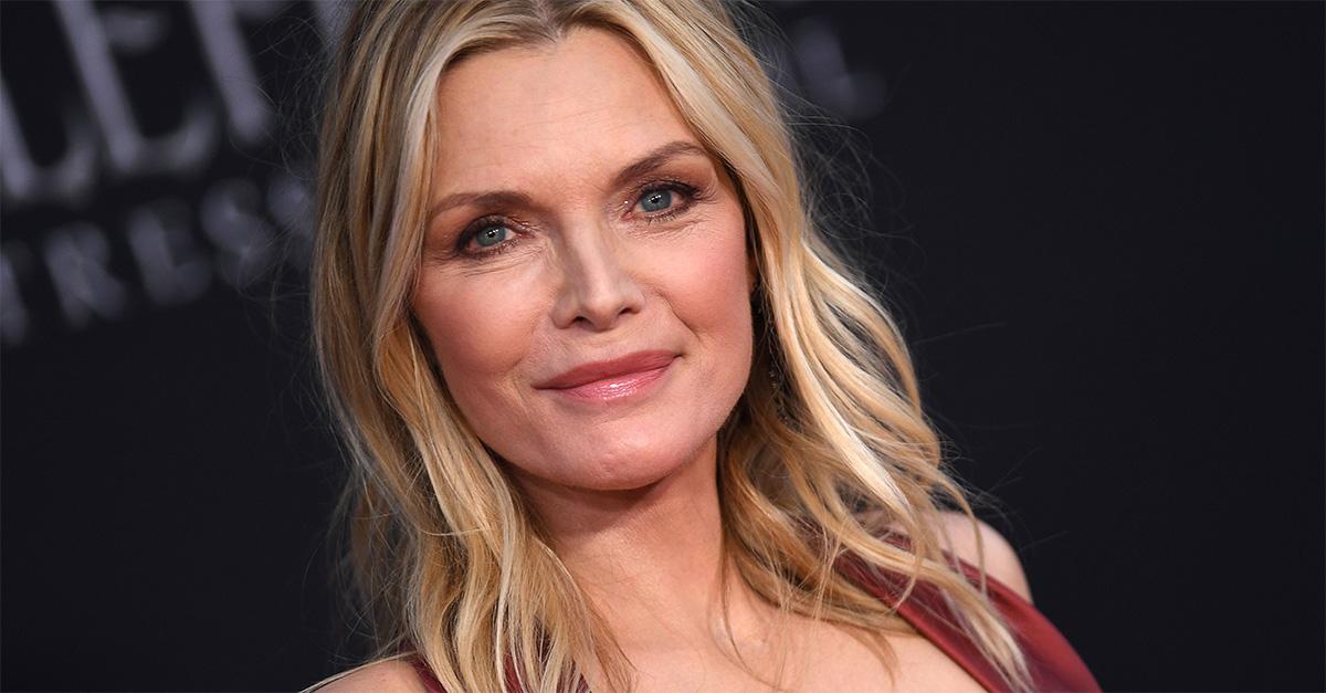 Michelle Pfeiffer pubblica un selfie senza trucco: per i fan è ancora più bella