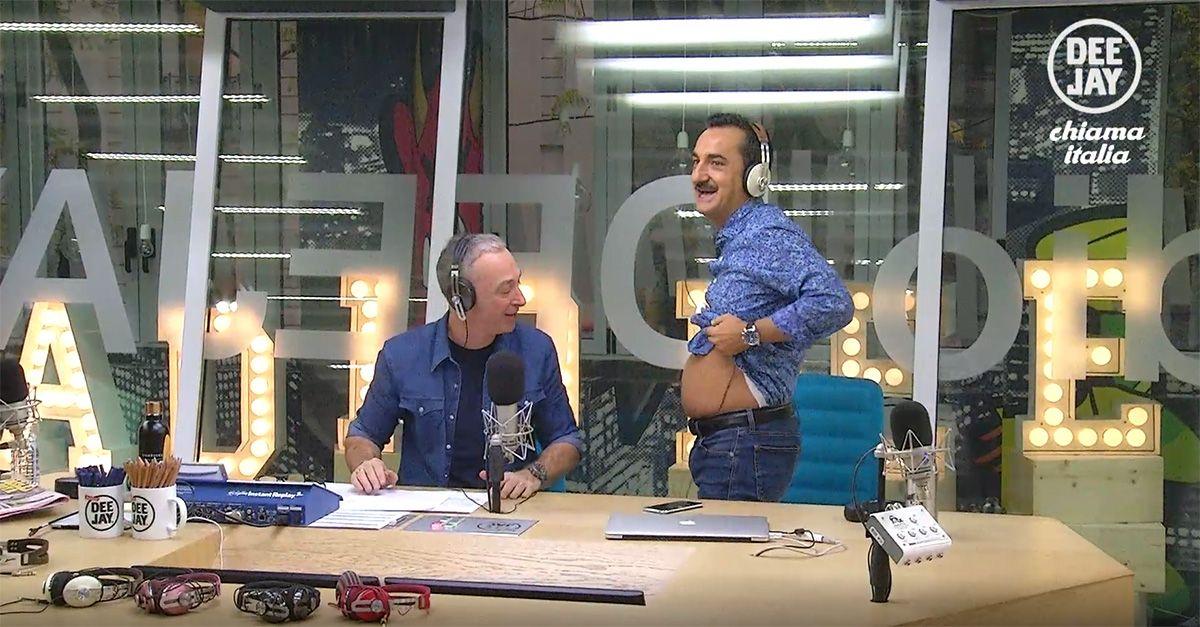 Nicola Savino mostra la pancia: la gag in diretta a Deejay chiama Italia
