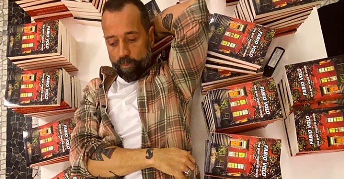 """""""Vorrei comprare il tuo libro ma ho un problema"""", il gesto di Fabio Volo alla ragazza del treno"""