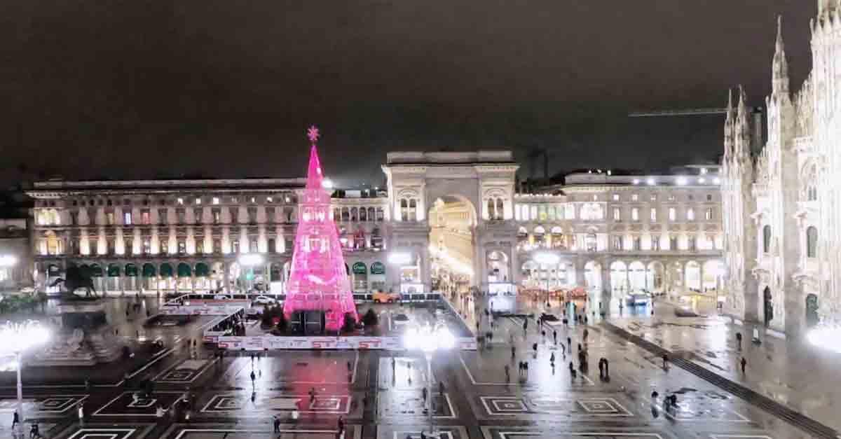 Albero Di Natale Milano.Milano Ecco L Innovativo Albero Di Piazza Duomo L Evento Di Accensione Sara Il 6 Dicembre Radio Deejay