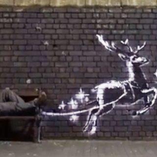 Banksy, ecco il murale dedicato ai senzatetto e al Natale: il video che emoziona