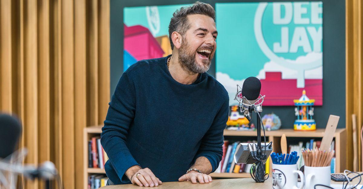 """Lo scherzo a Daniele Bossari: """"Temperatura ascellare e perquisa per entrare in radio"""""""