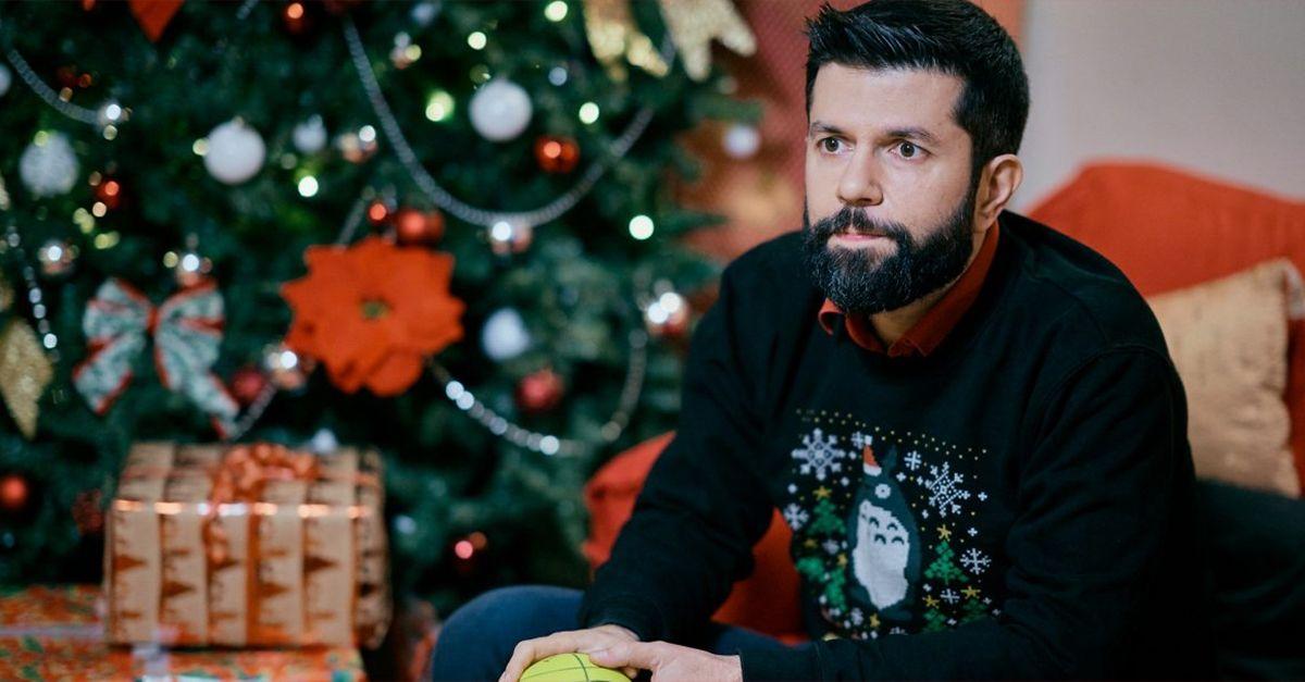 Gli 11 versi scartati dalla nuova canzone di Natale di Radio DEEJAY