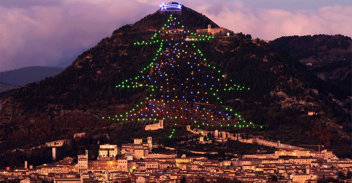 Albero Di Natale Gubbio.L Accensione Dell Albero Di Natale Di Gubbio Radio Deejay