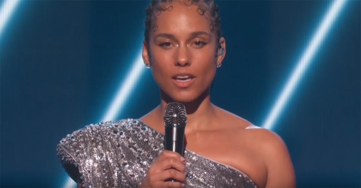 Addio a Kobe Bryant, il commovente omaggio di Alicia Keys ai Grammy Awards