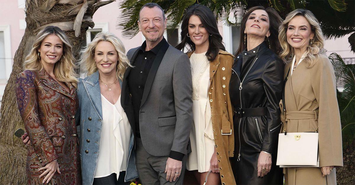 """Amadeus e le """"sue"""" prime donne alla conferenza stampa di Sanremo 2020"""